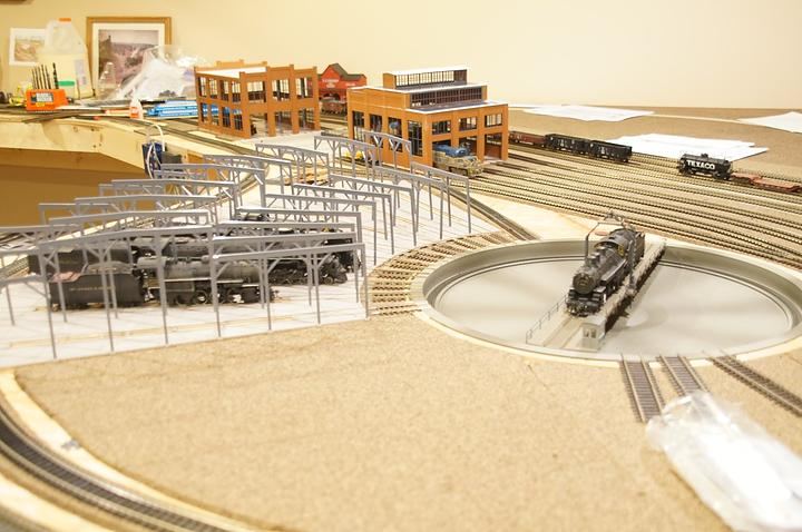 S gauge track diameter ho scale roundhouse trains z for Car turntable plans